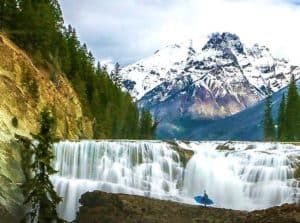 Alberta has many stunning landscapes. Hence, a perfect hub for adventure seekers and adrenaline junkies.